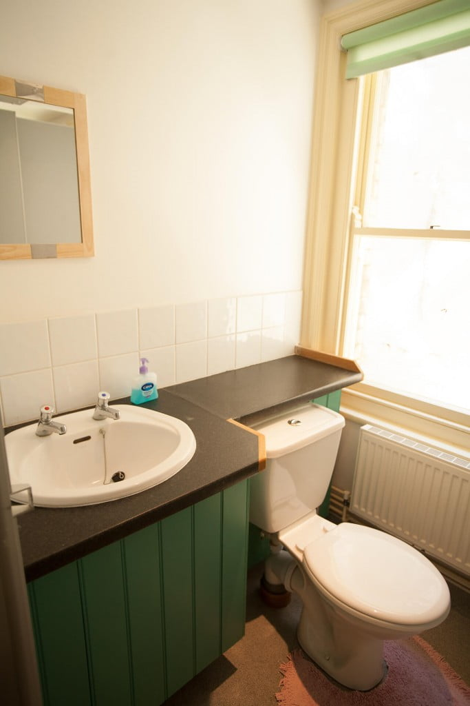 Swanage Auberge washroom